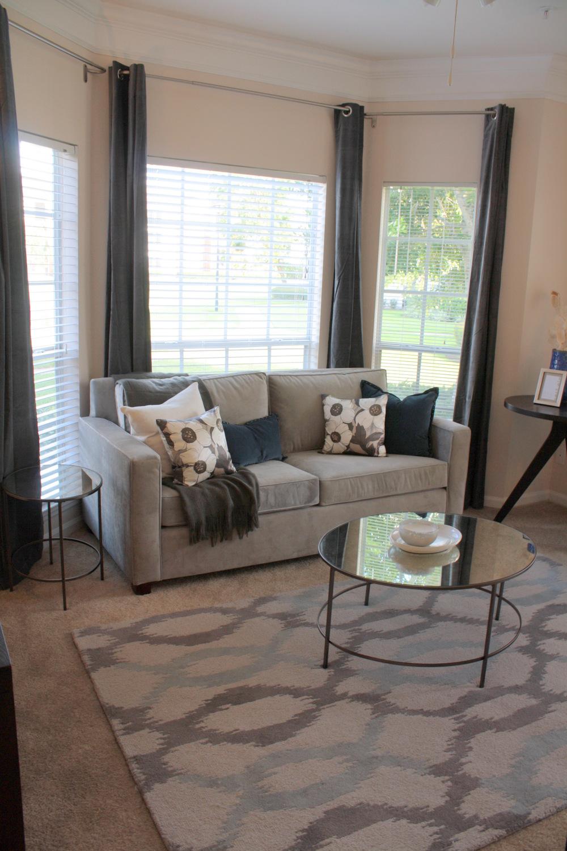 54 Magnolia - living room