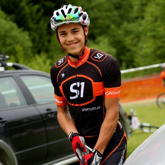 Klāvs Rubenis<strong><br>Klāvs ir Latvijas izlases junioru sastāvā, un ļoti spēcīgs šosejas braucējs</strong>