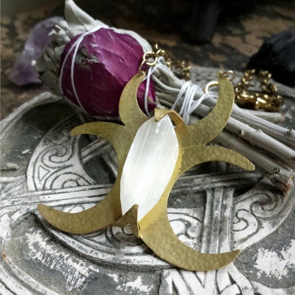 hps-triple-crescent-moon-necklace