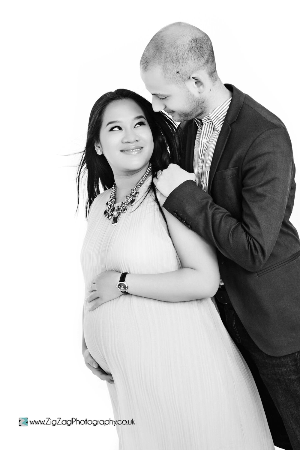 photoshoot-couple-bump-pregnancy-blackandwhite-photography-leicester.jpg