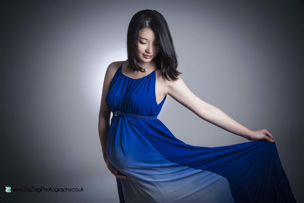 pregnancy-photoshoot-bump-blue-dress-classy.jpg