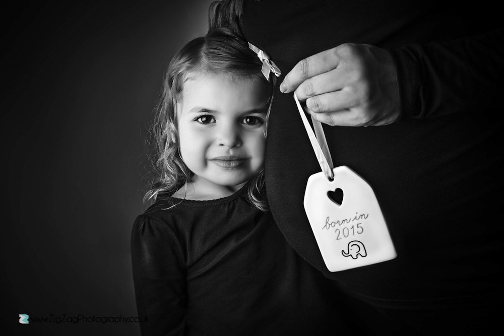 pregnancy-photoshoot-girl-black-white-announcement-bump.jpg