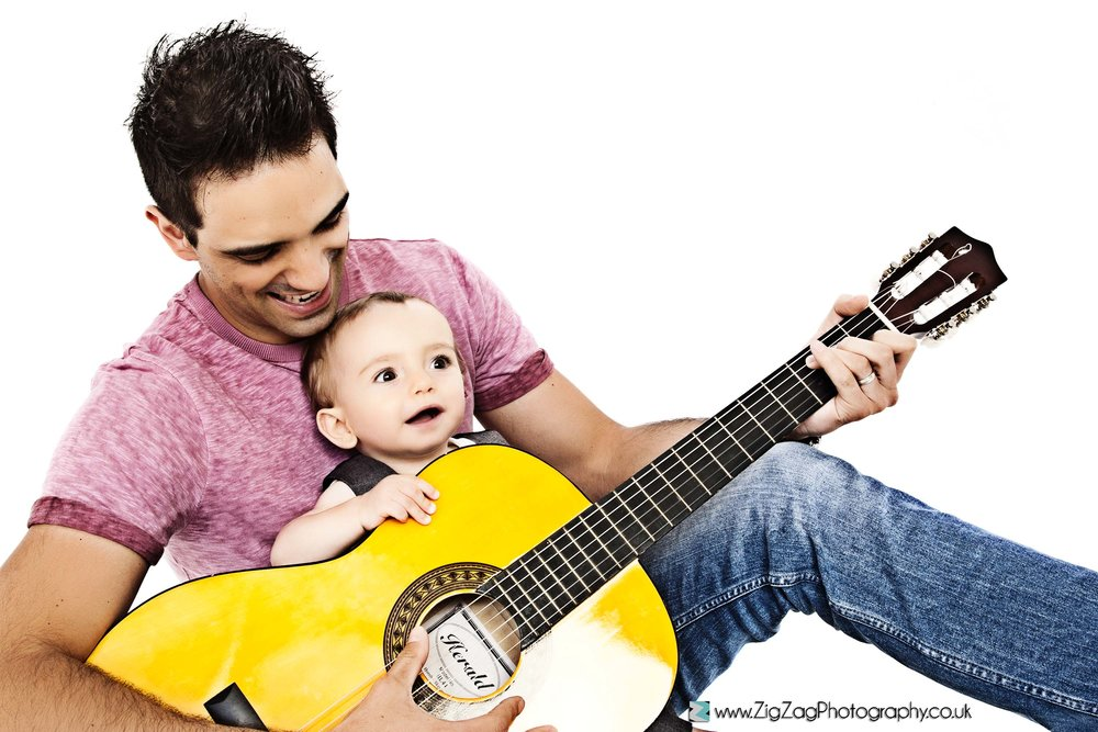 photography-photoshoot-guitar-pink-dad-leicester-studio-props-ideas-family.jpg