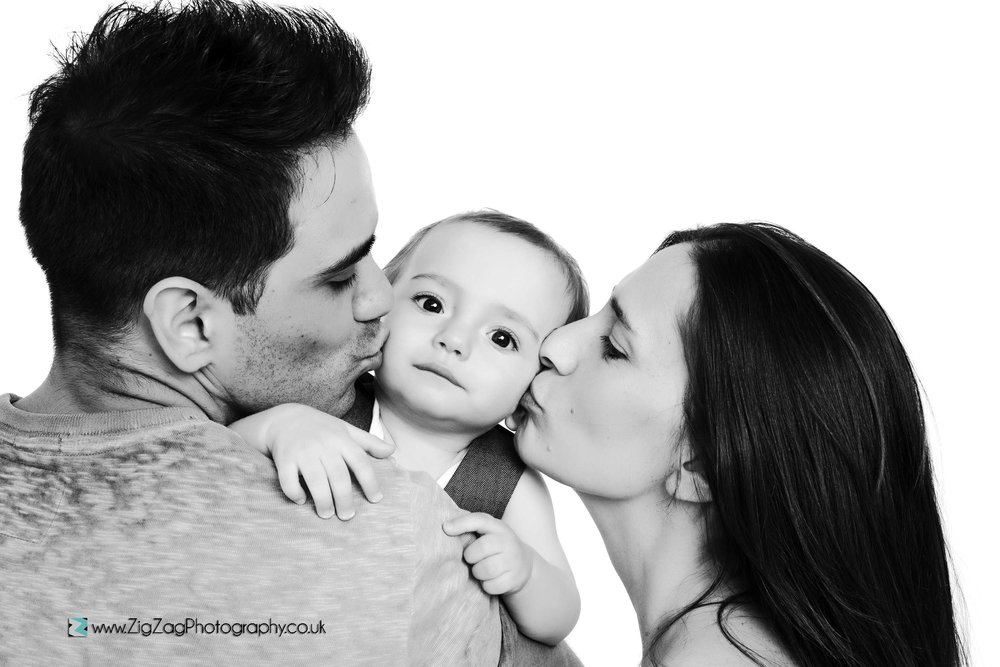 photography-photoshoot-leicester-studio-black-white-family-mum-dad-ideas-kiss-baby-newborn.jpg