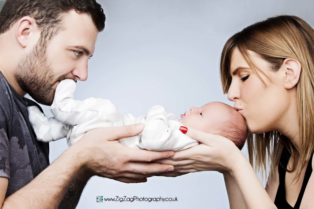 photography-photoshoot-leicester-studio-newborn-baby-mum-dad-kiss-family-ideas.jpg