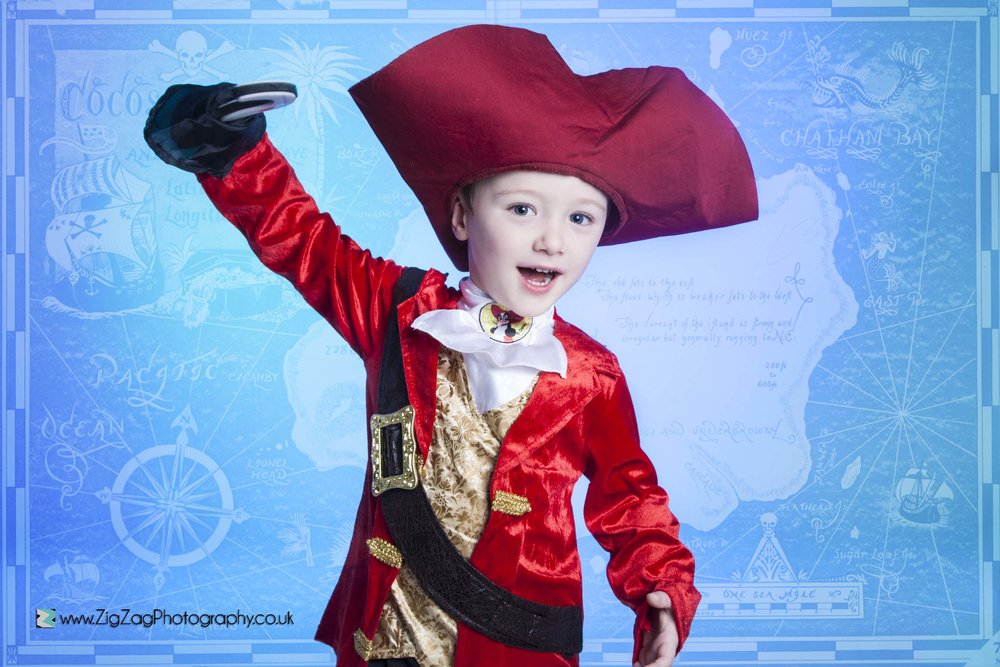 photography-studio-leicester-photoshoot-pirate-hat-compass-boy-costume-dress-up-props-idea-red-blue.jpg