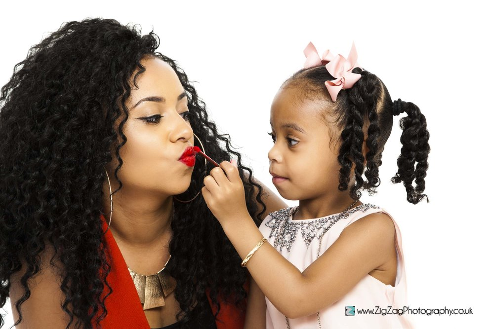 photography-session-leicester-photoshoot-zigzag-girl-mum-lipstick-makeup-red-pink-bow-makeover-pretty-hair.jpg