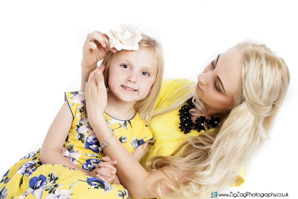 photography-session-leicester-photoshoot-zigzag-yellow-dress-bow-flowers-white-hair-mum-motbher-daughter-pretty-smile.jpg