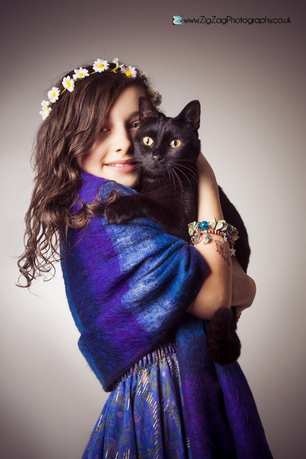 photography-session-leicester-studio-zigzag-cat-black-child-daisy-chain-flowers-hair-dress-ideas.jpg