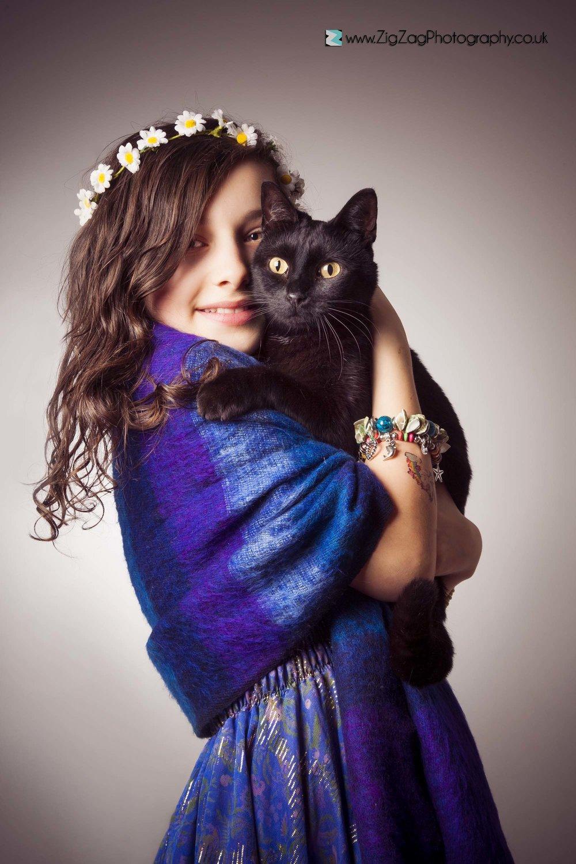 photography-session-leicester-studio-zigzag-cat-black-child-daisy-chain-flowers-hair-dress-ideas.jpg