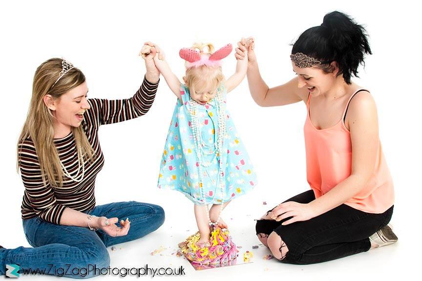 photography-session-leicester-photoshoot-zigzag-studio-cakesmash-cake-smash-messy-girl-dress-feet-ideas-family-mum-props-birthday-celebrate.jpg