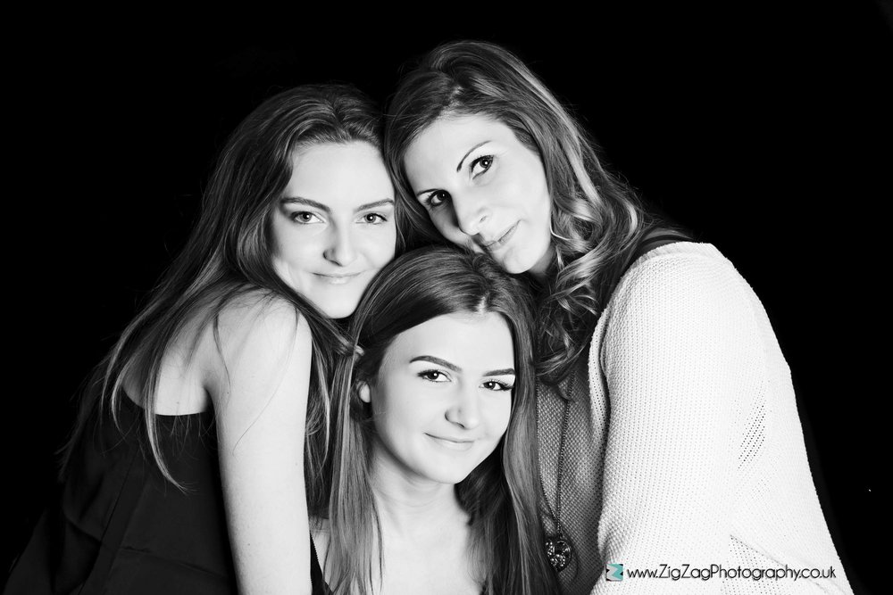 photography-session-leicester-photoshoot-studio-zigzag-family-woman-girls-mum-daughter-black-white-ideas.jpg