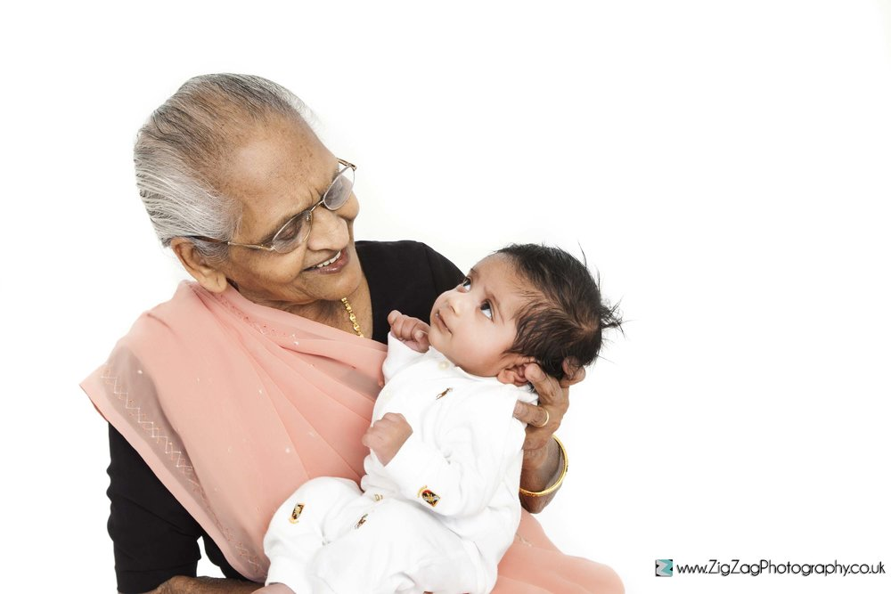 photography-session-leicester-photoshoot-grandma-baby-newborn-zigzag-leicester-saree-sari-baby.jpg
