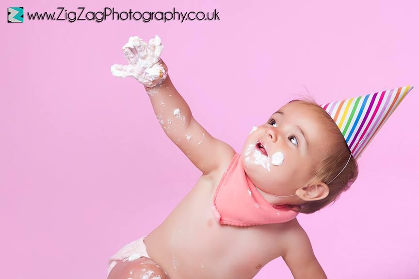 eicester-zigzag-zig-zag-photography-studio-cake-smash-birthday-baby-photo-celebration-shoot-clarendon-park-pink-hat.jpg