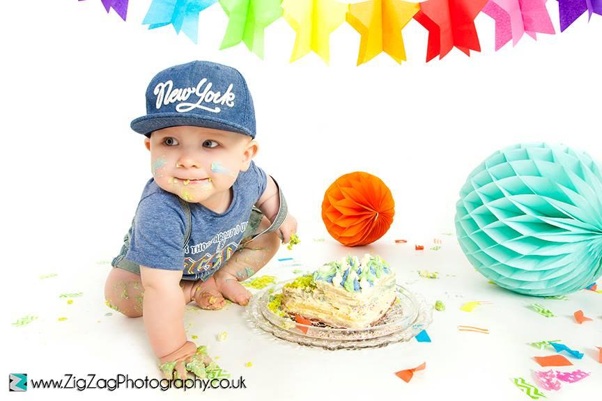 leicester-zigzag-zig-zag-photography-studio-cake-smash-birthday-baby-photo-celebration-shoot-clarendon-park-.jpg