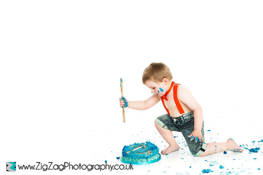 eicester-zigzag-zig-zag-photography-studio-cake-smash-birthday-baby-photo-celebration-shoot-clarendon-park-braces-blue.jpg