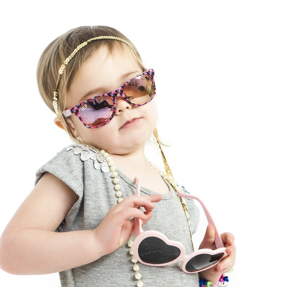 zigzag-photography-leicester-zig-zag-photographers-photo-studio-clarendon-park-queens-road-best-family-portraits-children-sunglasses-dress-up-jewellery-fashion-necklace-props-ideas.jpg