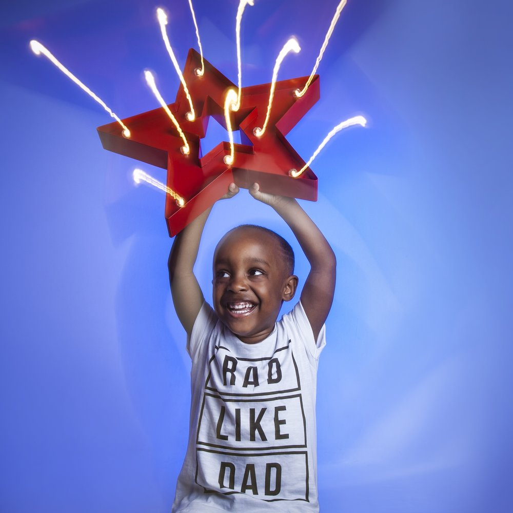 zigzag-photography-leicester-zig-zag-photographers-photo-studio-clarendon-park-queens-road-best-family-portraits-children-star-lights-props-bad-like-dad.jpg