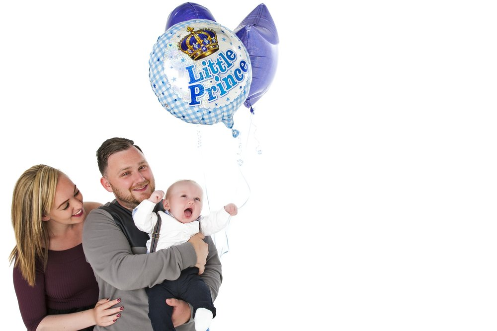 zigzag-photography-leicester-zig-zag-photographers-photo-studio-clarendon-park-queens-road-best-family-portraits-children-baby-boy-balloons-birthday-ideas-props-mum-dad.jpg