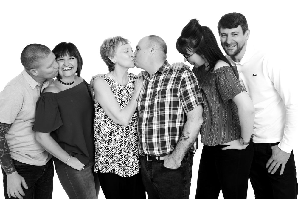 zigzag-photography-leicester-zig-zag-photographers-photo-studio-clarendon-park-queens-road-best-family-portraits-children-couples-adults-kiss-ideas.jpg