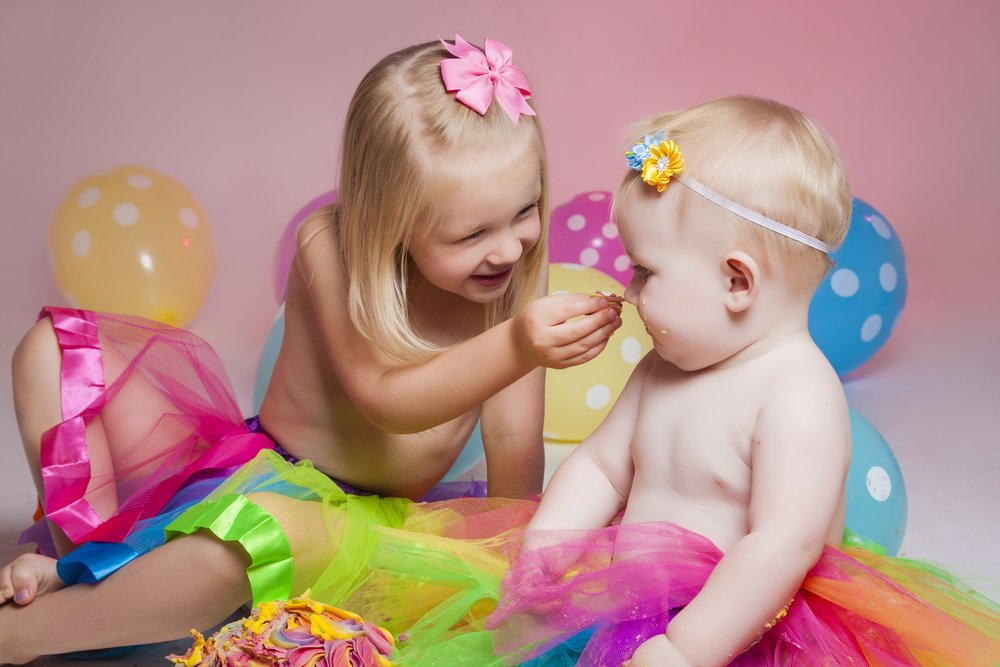 photography-studio-leicester-photo-shoot-photographer-baby-cakesmash-cake-smash-birthday-first-zigzag-zig-zag-family-clarendon-park-photographer-queens-road-ideas-props-siblings-sisters-toddler-girl-tutu-balloons.jpg