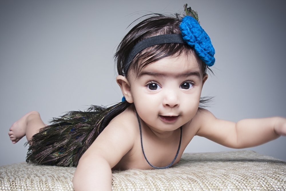 newborn-photographer-leicester-photography-studio-baby-peacock-outfit-theme-ideas-zig-zag-zigzag.JPG