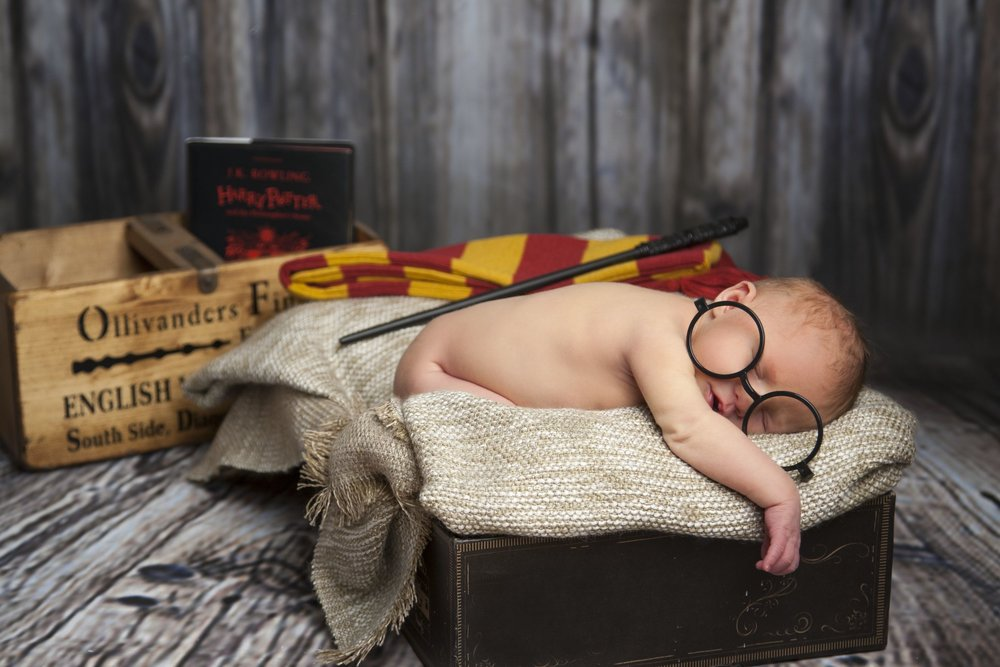 newborn-photographer-leicester-photography-studio-zigzag-zig-zag-photo-shoot-harry-potter-props-idea-outfit.JPG