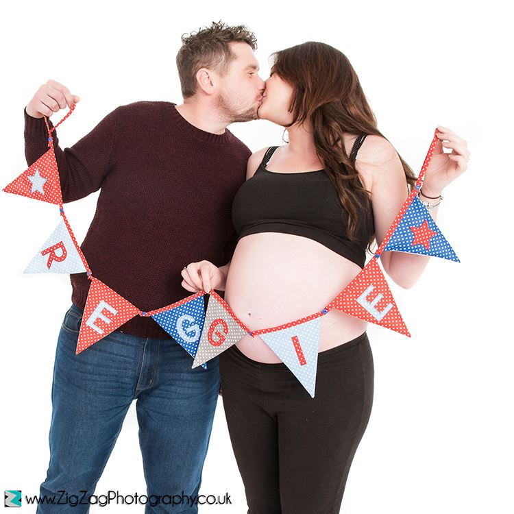 bump-photographer-leicester-photography-studio-pregnancy-photos-maternity-prenatal-zigzag-zig-zag.JPG