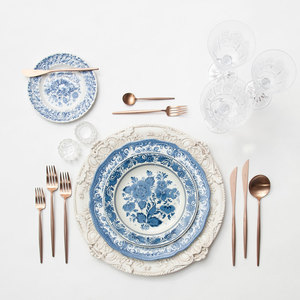 Casa de Perrin   always has the most beautiful flat lays thanks to their ultra feminine plates.