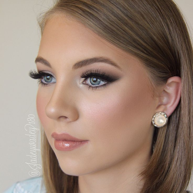 A very elegant eye with dramatic lashes is a fantastic choice for those who want to make their eyes POP! -