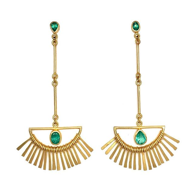 Springtime! Light it up! #22kgold #emerald #oneofakind #lovegold #handmadejewelry