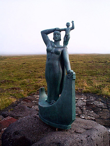 Statue of Gudrid and Snorri.  Photo by Lynn Noel