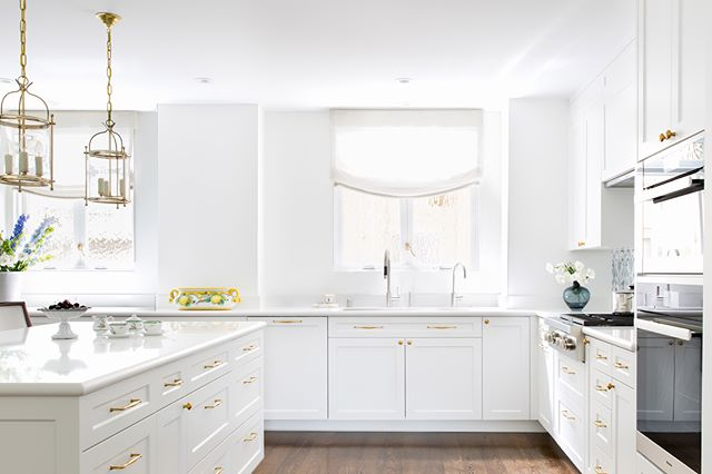 2/3 Kitchen 💫, swipe for before  #ABHNobHill renovation . . . . .  #housetour #interiordesign #design #architecture #renovation #homedecor #interiorlovers #interiorboom #interiordesire #interiordetails #interiorforinspo #homereno #homedetails #homedecorideas #myhomevibe #interior123 #currentdesignsituation #sodomino #howwedwell #myhousebeautiful #housegoals #interior_and_living #dailydecordose #kitchen #kitchendesign #kitchensofinstagram