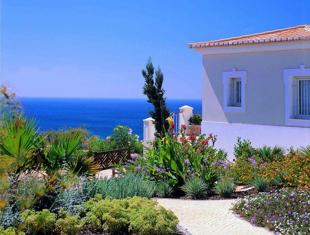 RdL213 V83 Gardens+Sea.jpg