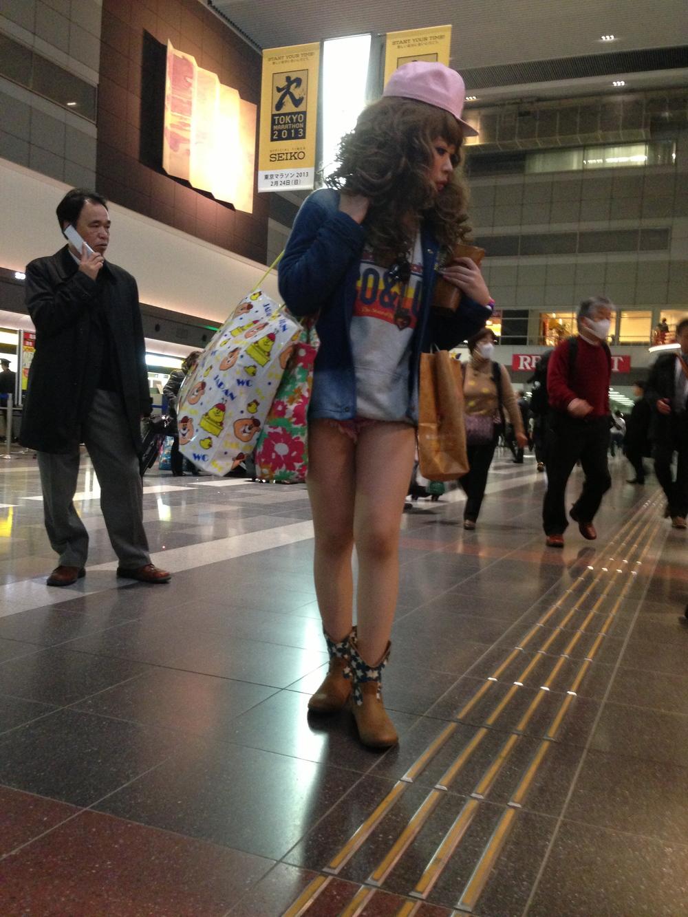 Hirazuku girl Tokyo airport