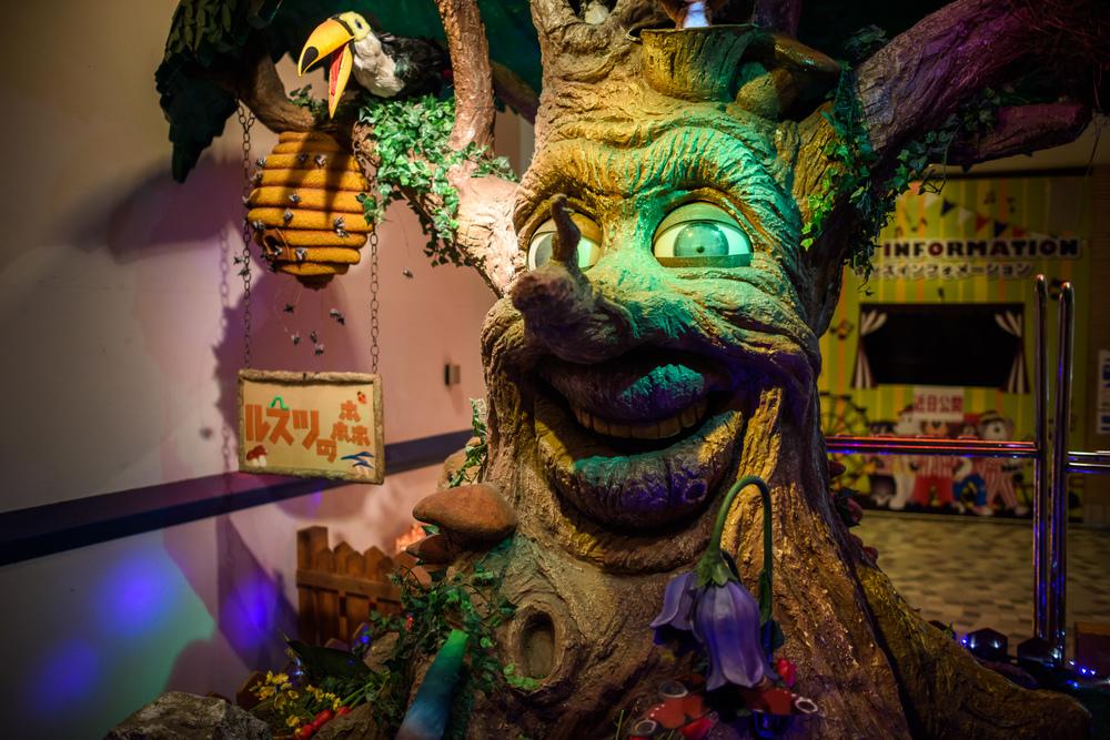 Big singing wax tree greets you at Rusutsu