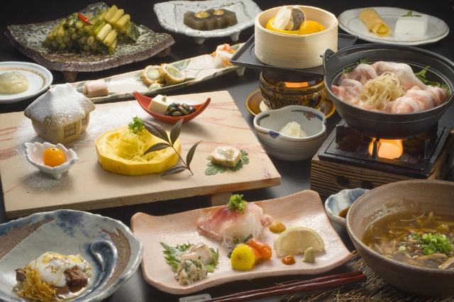 Ryokan-SAKAYA-dinner-image.jpg