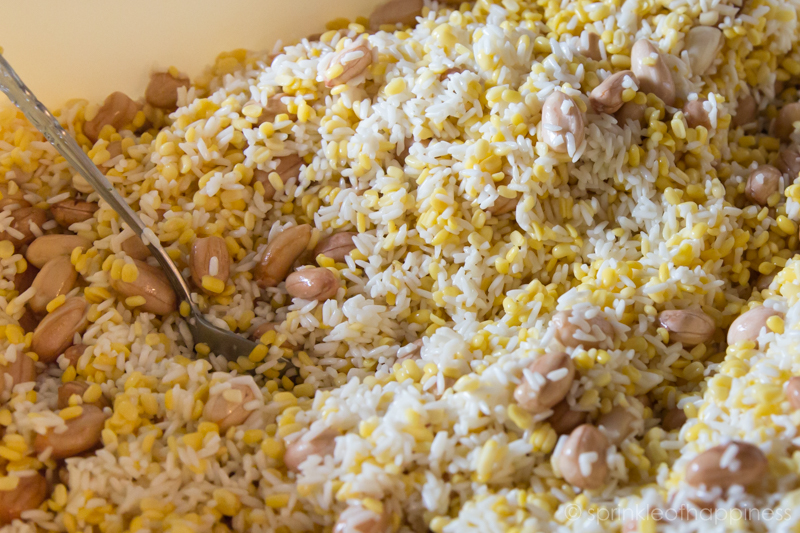 glutinous rice mixed with peanuts and mung beans