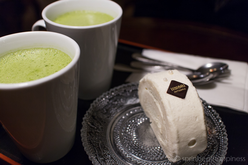 Matcha latte and milk roll