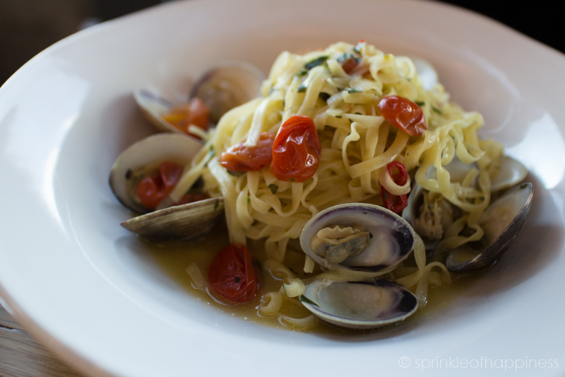 Jamie's Italian - VONGOLE TAGLIOLINI  - Steamed sweet clams with garlic, chilli, white wine, capers, parsley & lemon