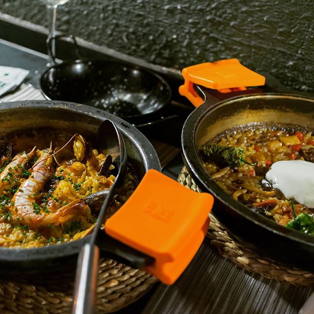 Galician seafood paella or duck creamy rice? I'll take another order of duck creamy rice please #yummyinmytummy #comfortfood #foodporn #paella #instafood #barcelonaeats #arume #foodie