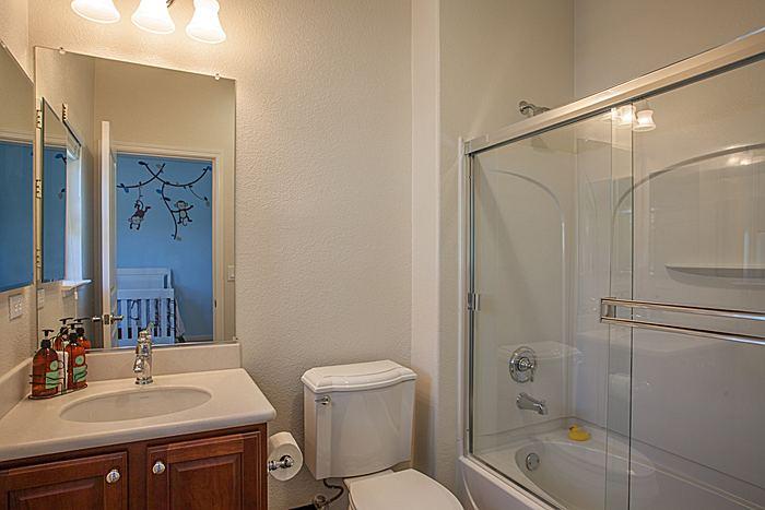 fullbathroom_700.jpg
