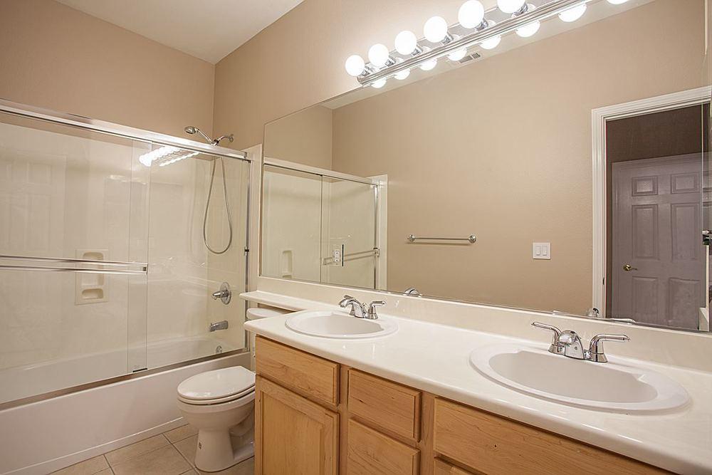 fullbathroom1_1200.jpg