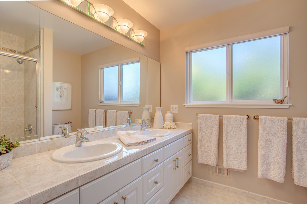 12624_cambridge_dr_MLS_HID1115077_ROOMfullbathroom.jpg