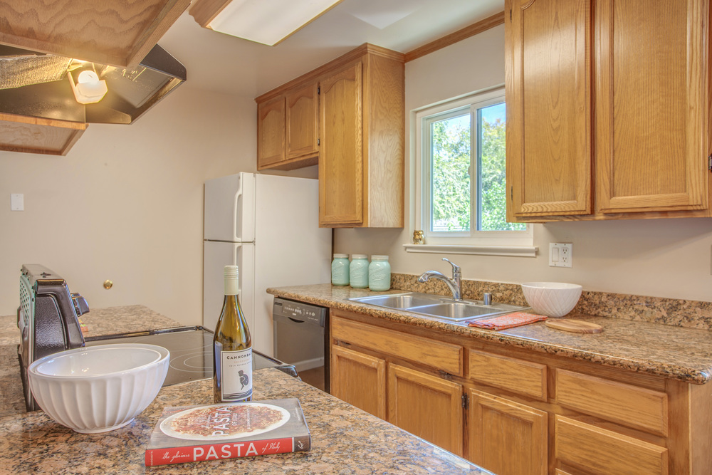 5743_playa_del_rey_4_MLS_HID1115078_ROOMkitchen.jpg