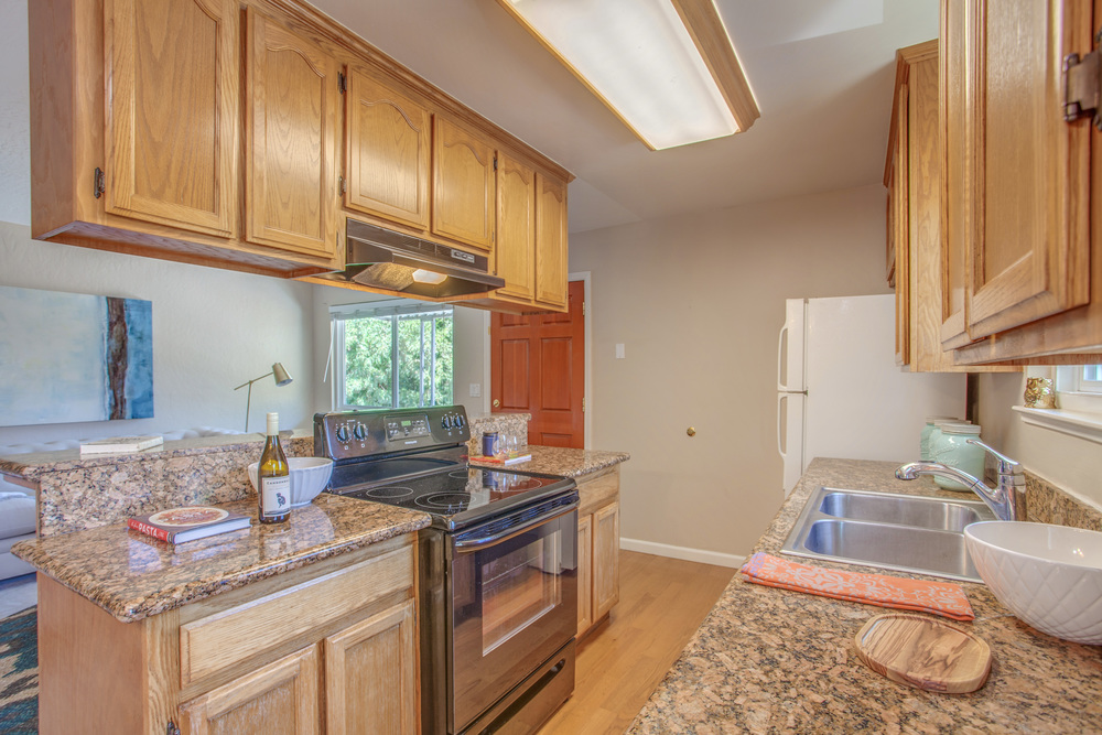 5743_playa_del_rey_4_MLS_HID1115078_ROOMkitchen2.jpg