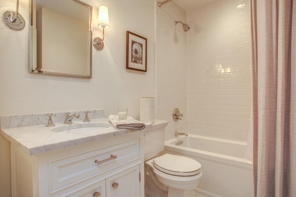 2289 Sun Glory Ln A San Jose-print-021-17-Full Bathroom-4200x2800-300dpi.jpg