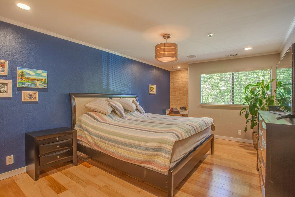 1106_la_terrace_circle_MLS_HID1123238_ROOMmasterbedroom.jpg