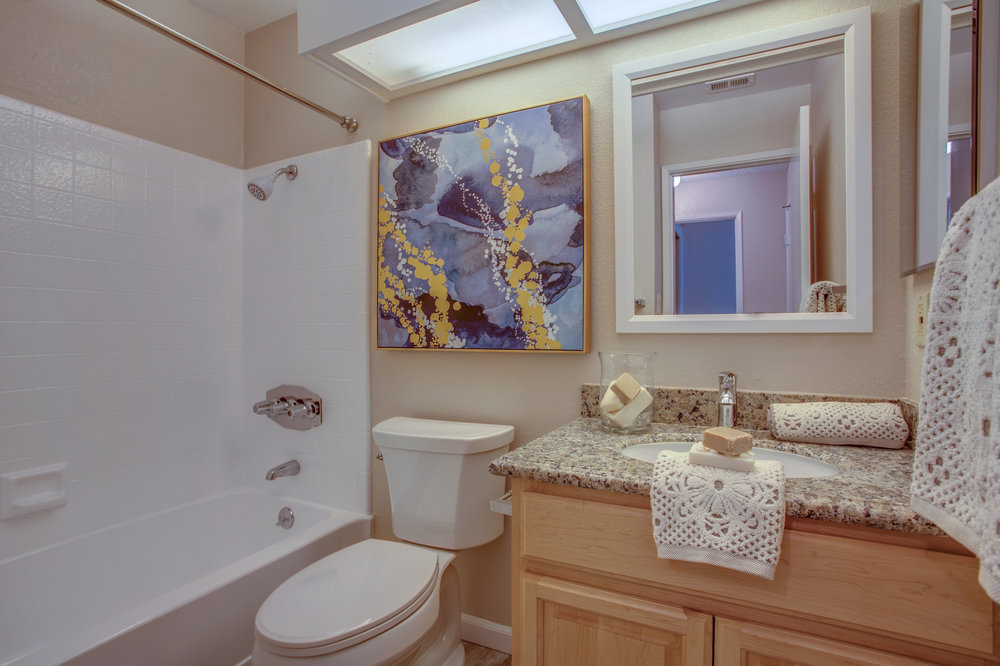 1074_cedar_gables_drive_MLS_HID1150582_ROOMfullbathroom.jpg