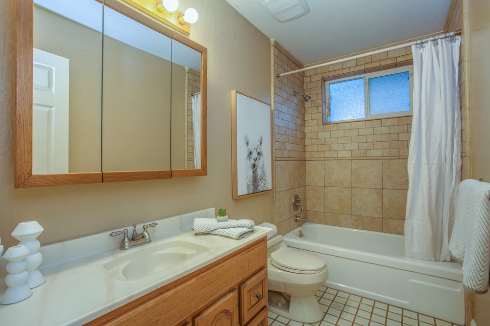 1651_jacob_avenue_MLS_HID1157984_ROOMfullbathroom.jpg
